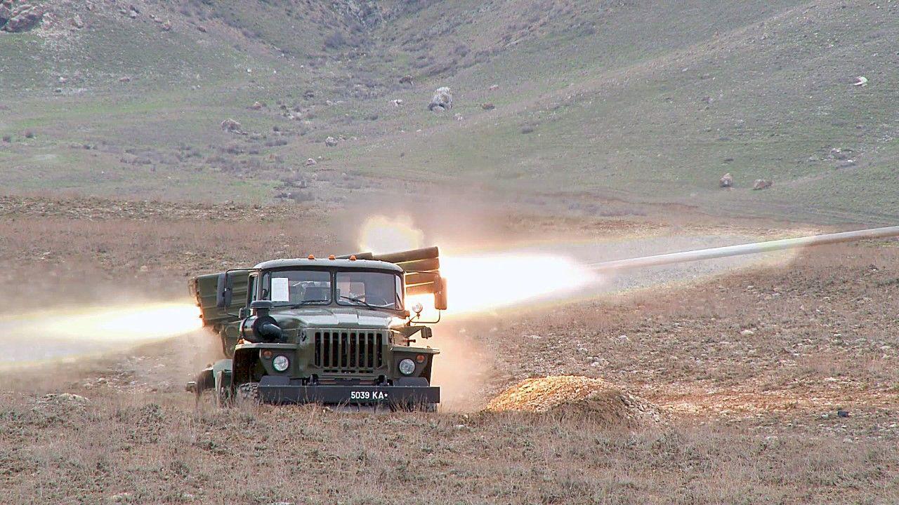 Kirgiskie wojsko w trakcie ćwiczeń (fot. Kyrgyzstan Defense Ministry/Handout/Anadolu Agency via Getty Images)