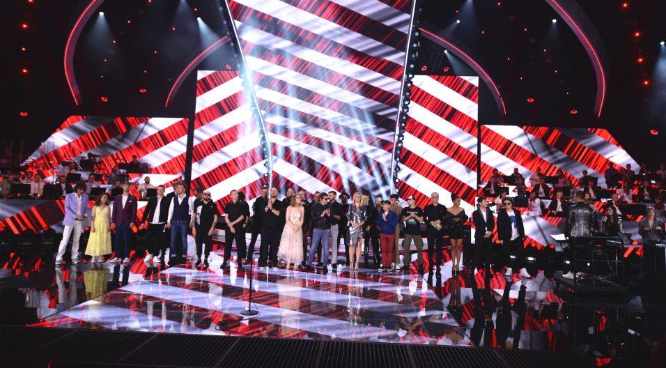 Do muzyka dołączyli na scenie wszyscy występujący w koncercie artyści, żegnając się z opolską publicznością (fot. J. Bogacz/TVP)