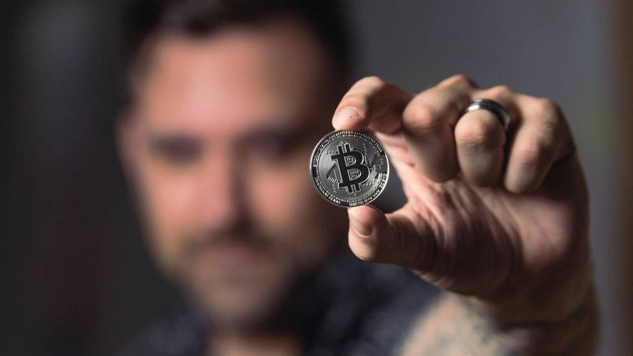 Krytycy uważają, że uznanie bitcoina ułatwi pranie brudnych pieniędzy (fot. Pexels)