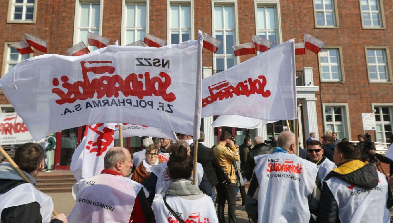 Polacy chcą zakazu handlu w niedzielę (fot. Michal Fludra/ Getty Images))
