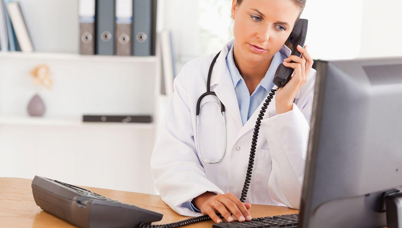 Zdaniem rządu e-wizyta pomoże skrócić kolejki do lekarzy (fot. Shutterstock/wavebreakmedia)