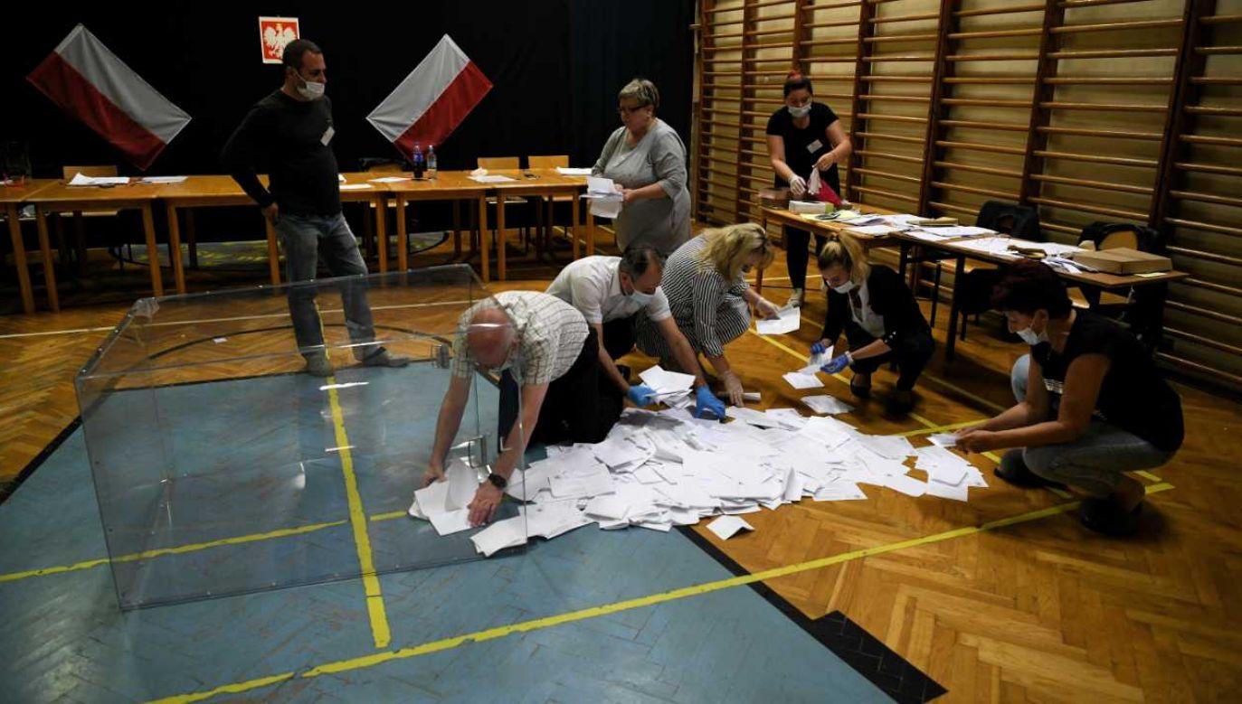 Polacy licznie poszli zagłosować (fot. PAP/Darek Delmanowicz)