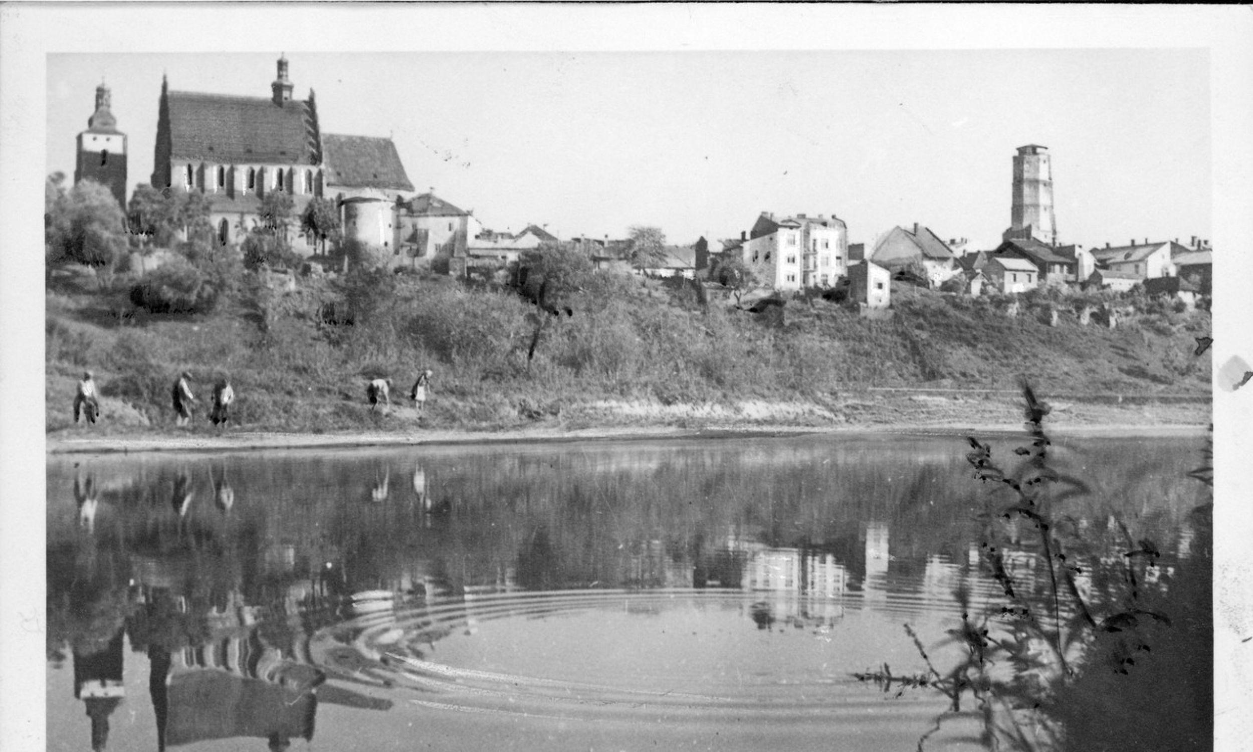 Panorama miasta od strony rzeki Ropy. Październik 1943. Fot. NAC/Wydawnictwo Prasowe Kraków-Warszawa, sygn. 2-8083