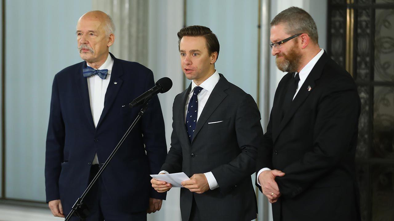 Konfederacja niespójna w czwartkowym głosowaniu (fot. PAP/Rafał Guz)