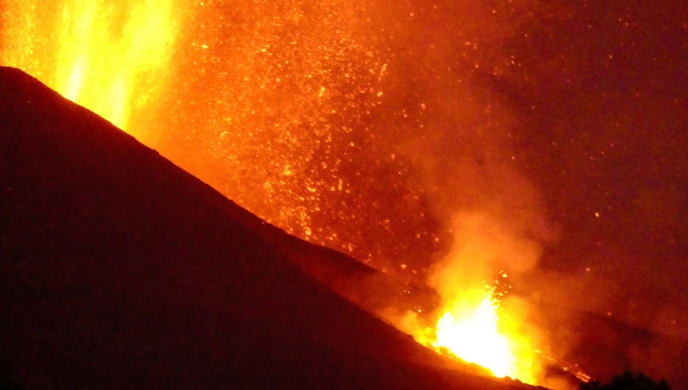 Wulkan Cumbre Vieja sparaliżował życie na wyspie La Palma (fot. PAP/EPA/MIGUEL CALERO)