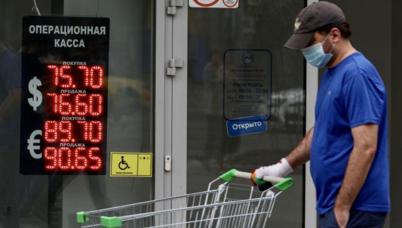 Za jedno euro trzeba w Moskwie zapłacić ponad 92 ruble, a za dolara ponad 79 rubli (fot.  Ivan Yudin\TASS via Getty Images)