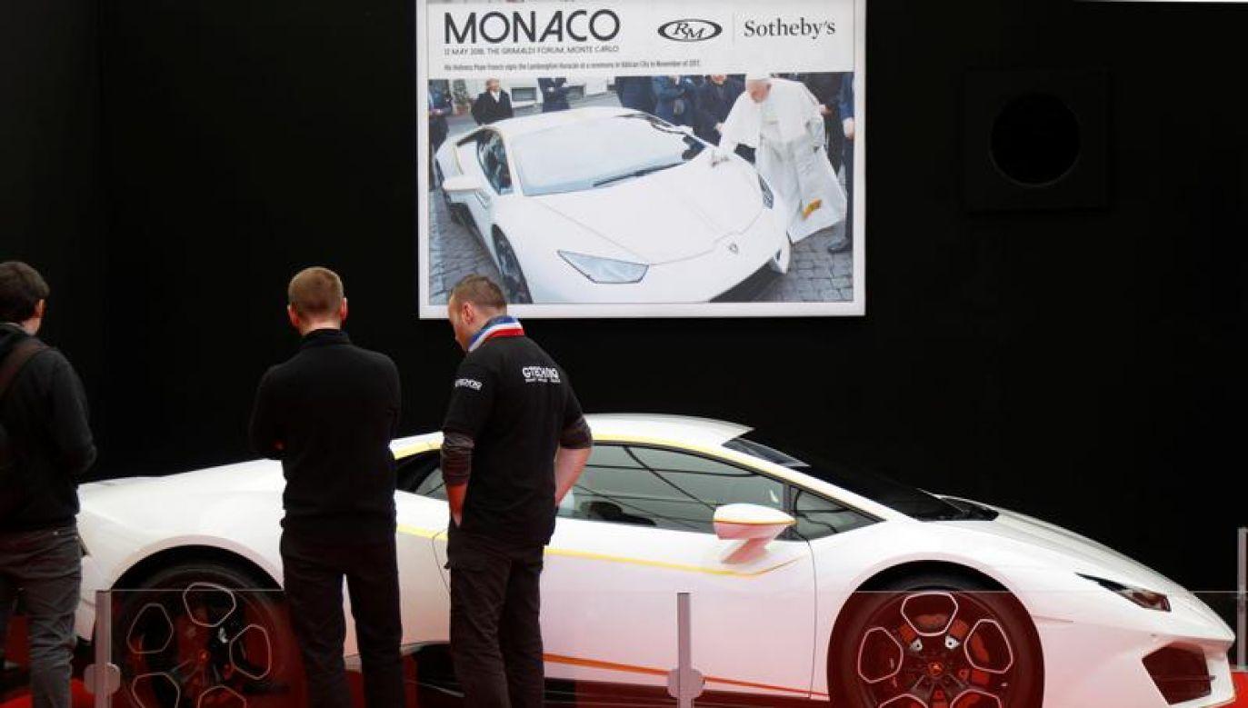 """""""Papieskie"""" Lamborghini znalazło nowego nabywcę (REUTERS/Charles Platiau)"""