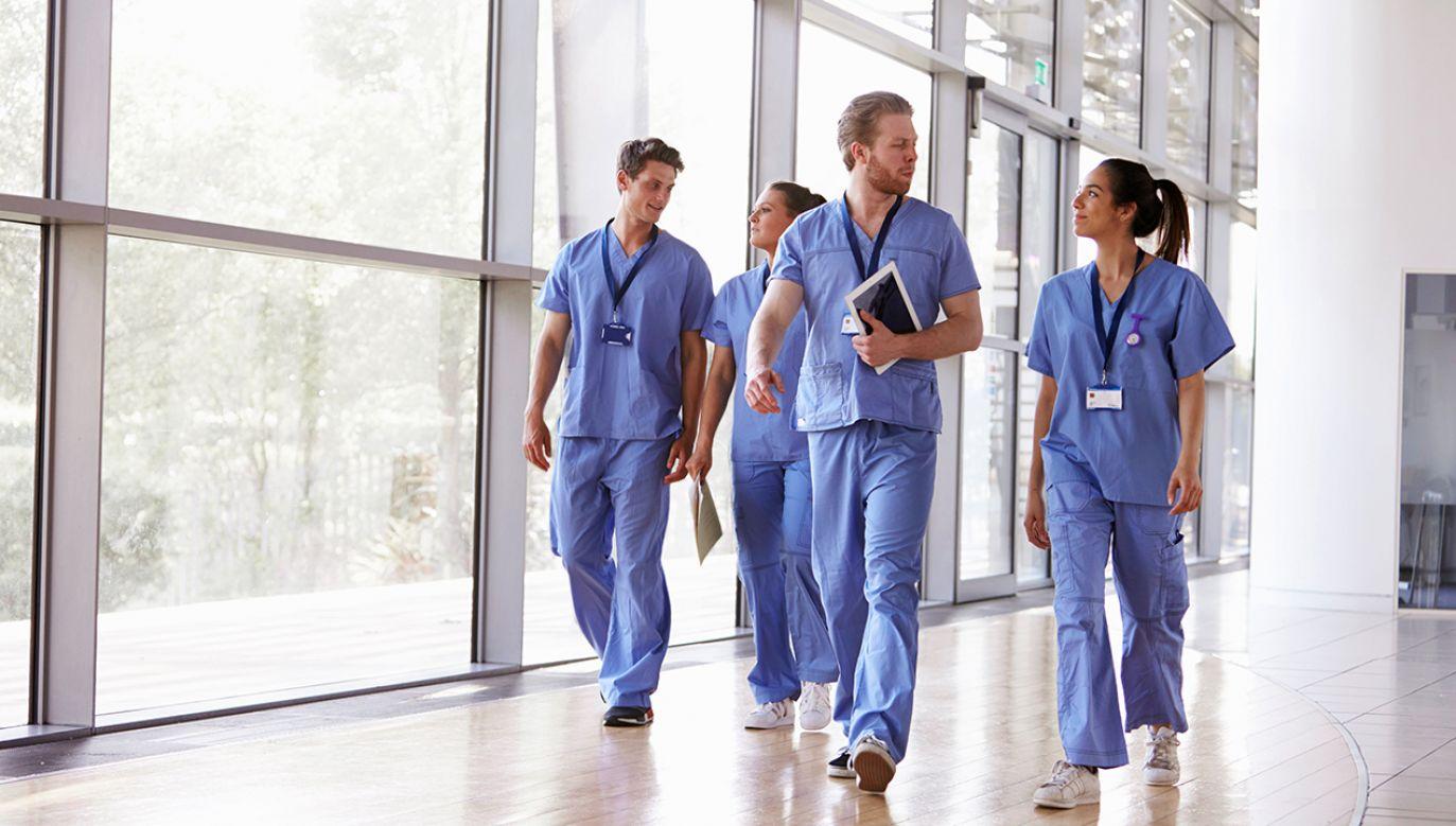 Amerykańscy wierzący pracownicy służby zdrowia wolą stracić pracę zrobić coś wbrew sumieniu (fot. Shutterstock/Monkey Business Images's)