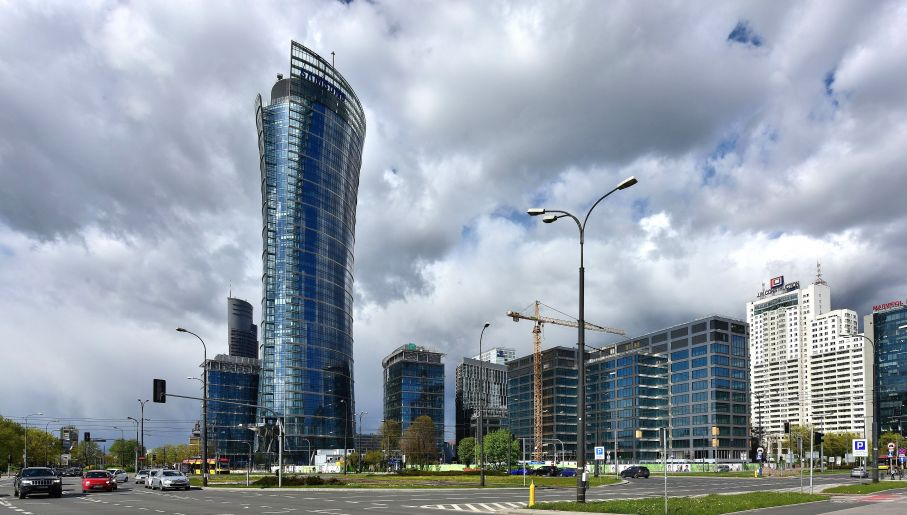 Over 200-metre high tower grows in central Warsaw (polandin com)