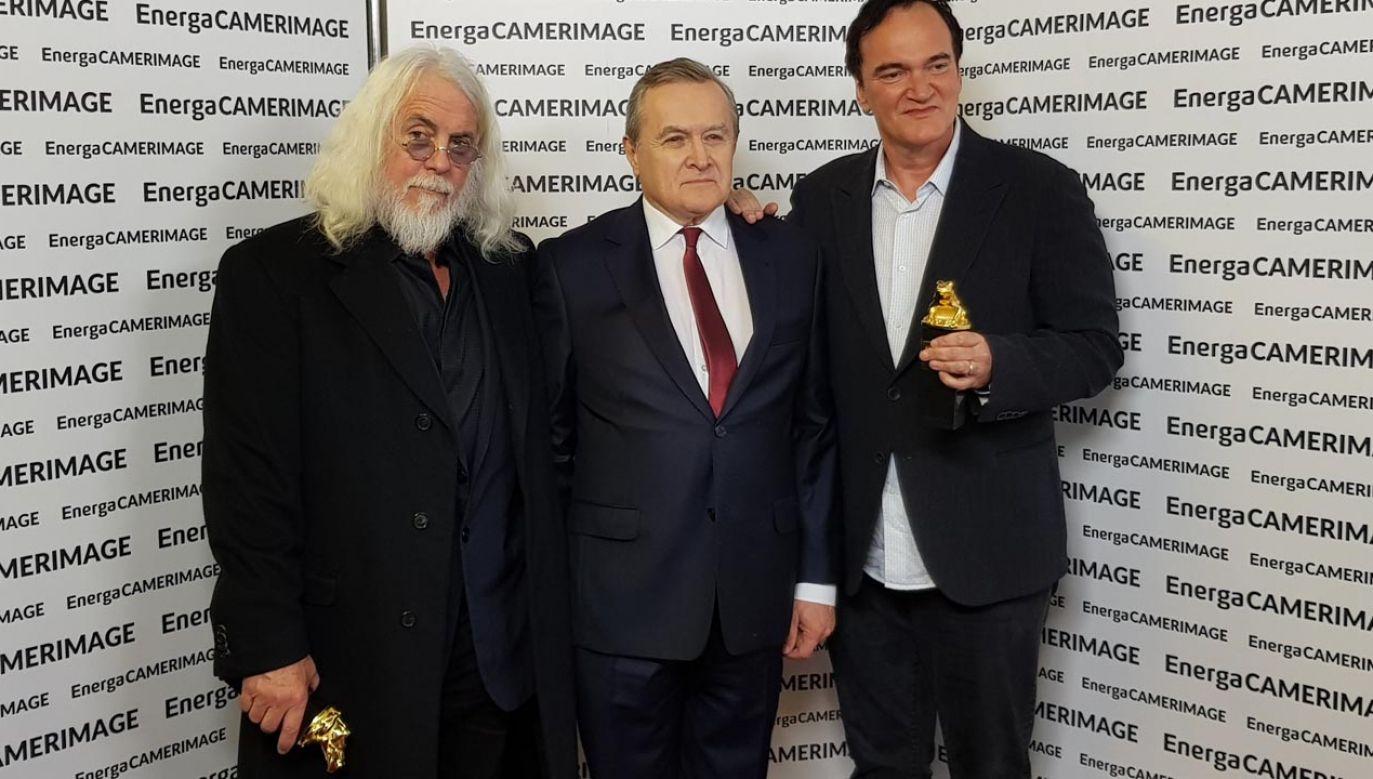 Wicepremier Gliński wraz z Robertem Richardsonem i Quentinem Tarantino – zdobywcami Nagrody Specjalnej CamerimageFest dla duetu autor zdjęć – reżyser  (fot. twitter/MKiDN)