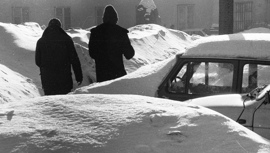 Nowy rok 1979 przywitał Polaków obfitymi opadami śniegu (fot. PAP/CAF/Edmund Uchymiak)