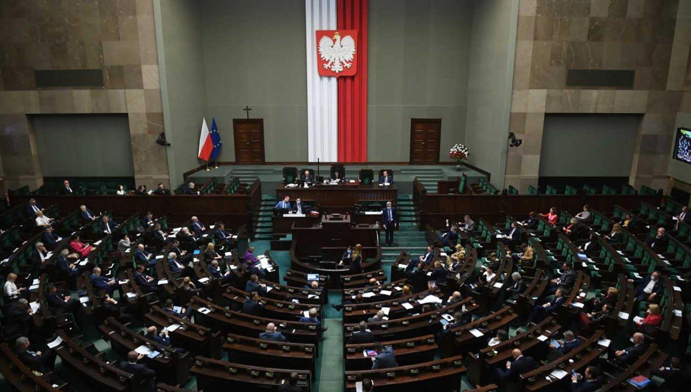 Tylko co jedenasty z badanych nie jest pewny, czy wziąłby udział w wyborach na przełomie maja i czerwca (fot. PAP/Radek Pietruszka)