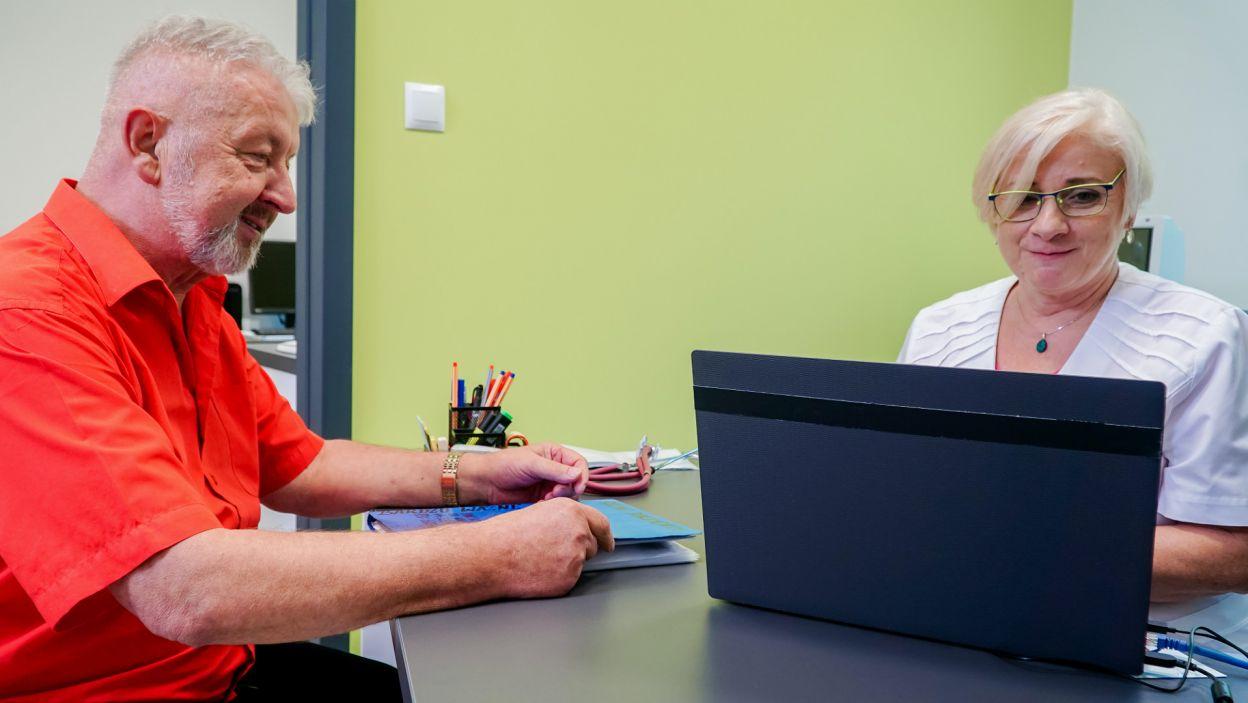 Potem przyszedł czas na szybkie konsultacje z lekarzem (fot. TVP)