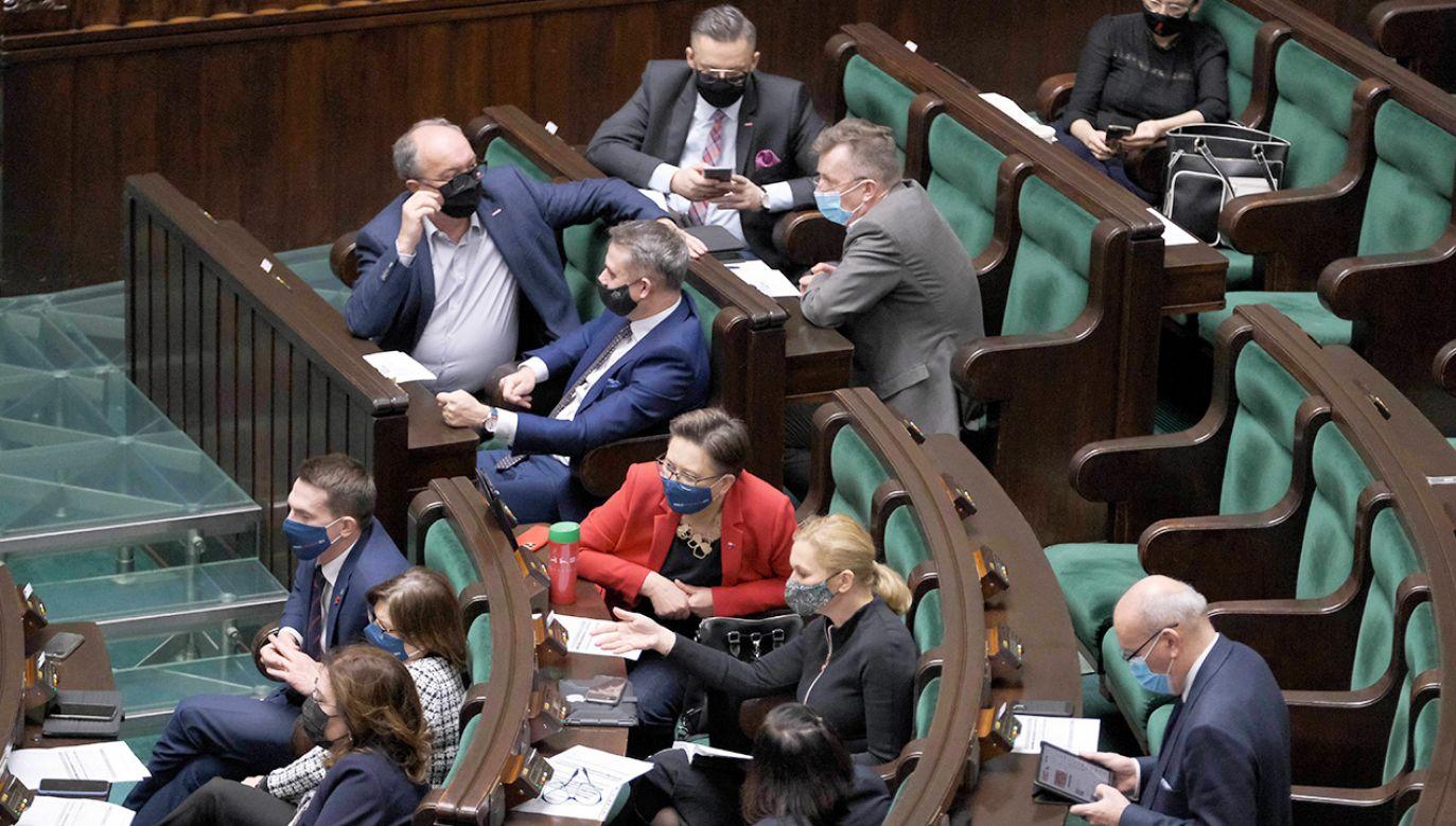 Florian Hassel atakował Polskę za potencjalne wetowanie budżetu UE. Teraz za jego poparcie (fot. PAP/Mateusz Marek)