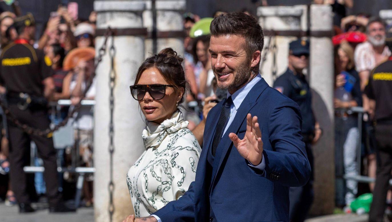 David i Victoria Beckham na ślubie hiszpańskiego piłkarza Sergio Ramosa z prezenterką Pilar Rubio (fot. PAP/EPA/Julio Munoz)