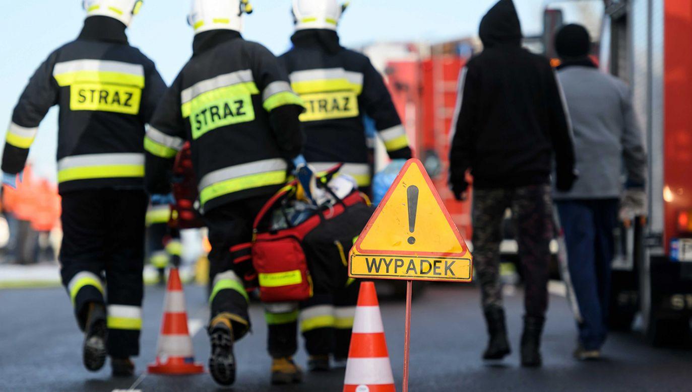 Na miejscu pracują służby (fot. arch. PAP/Jakub Kaczmarczyk)