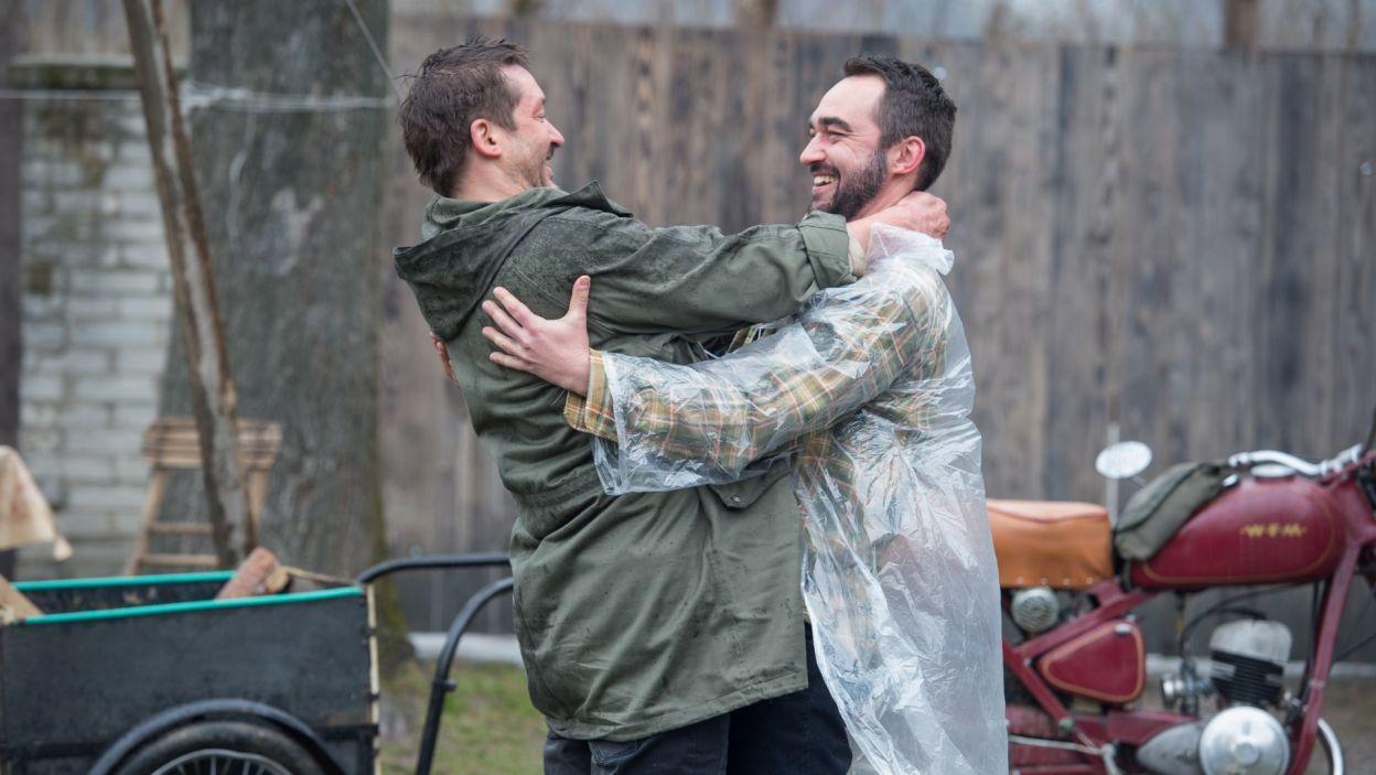 Widok przyjaciela bardzo cieszy Georga... (fot. Jan Bogacz/TVP)