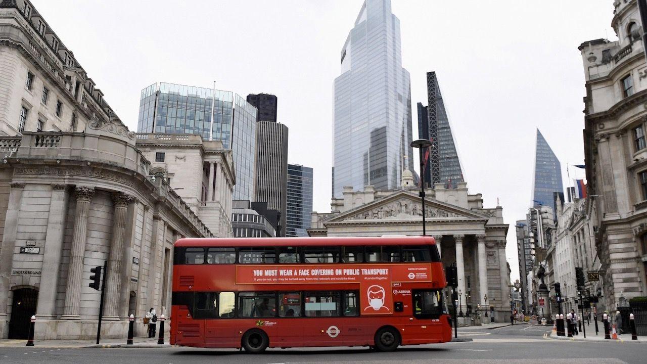 Ogłoszone przez Granta Shappsa zasady dotyczą tylko przyjazdów do Anglii (fot. PAP/EPA/FACUNDO ARRIZABALAGA)