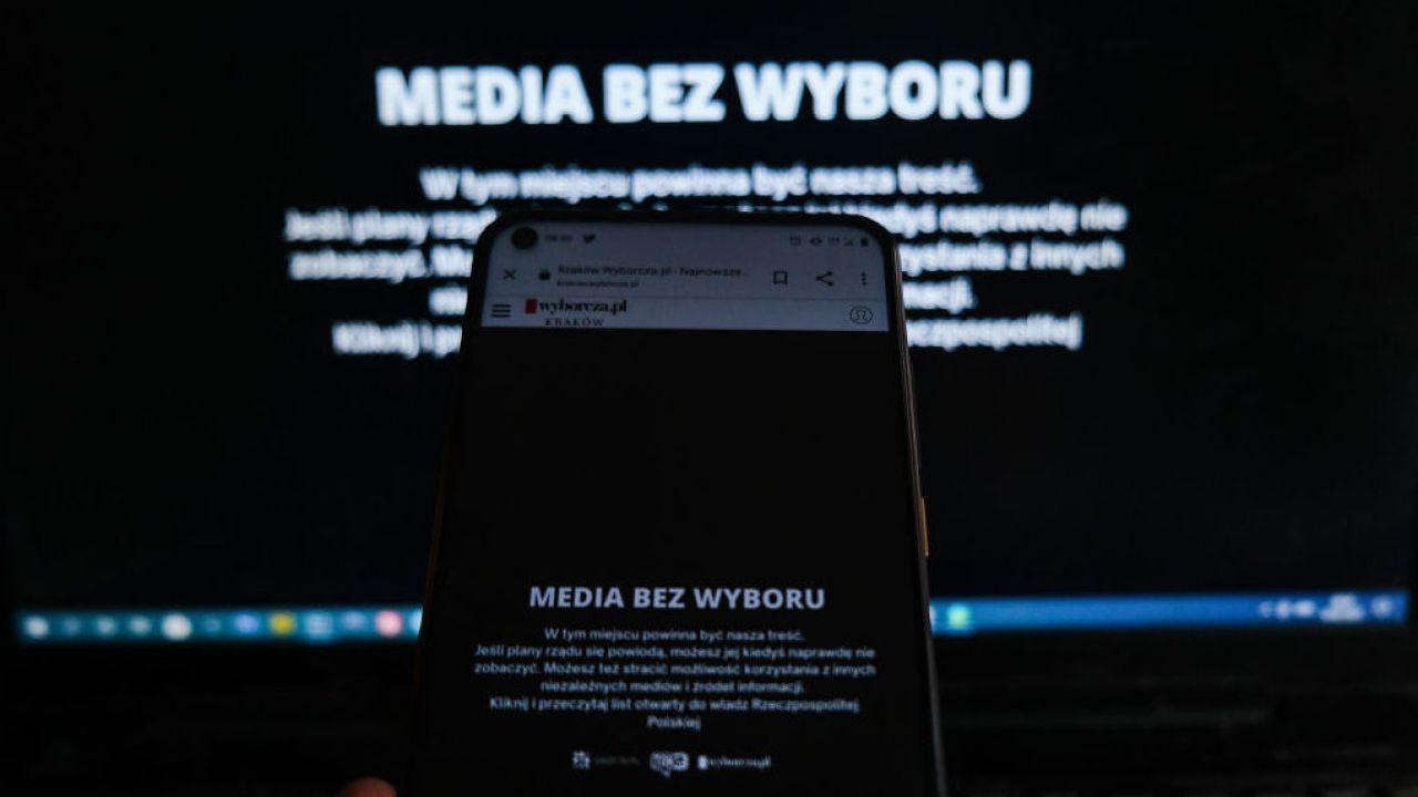 """Akcja """"media bez wyboru"""" z dużym zasięgiem w sieci (fot. Omar Marques/Getty Images)"""