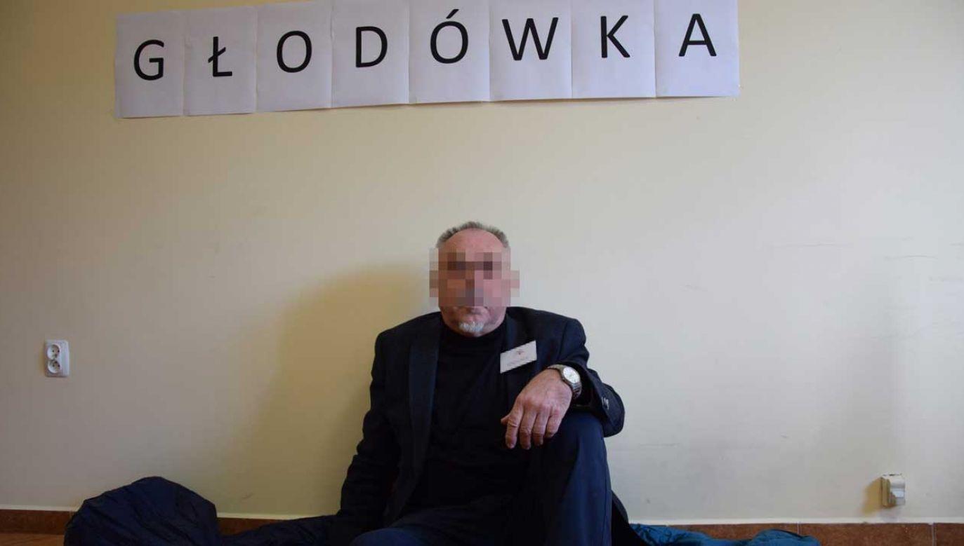 Janusz S. nie zgadza się z zarzutami i odpowiada na nie w wydanym oświadczeniu (fot. Facebook)