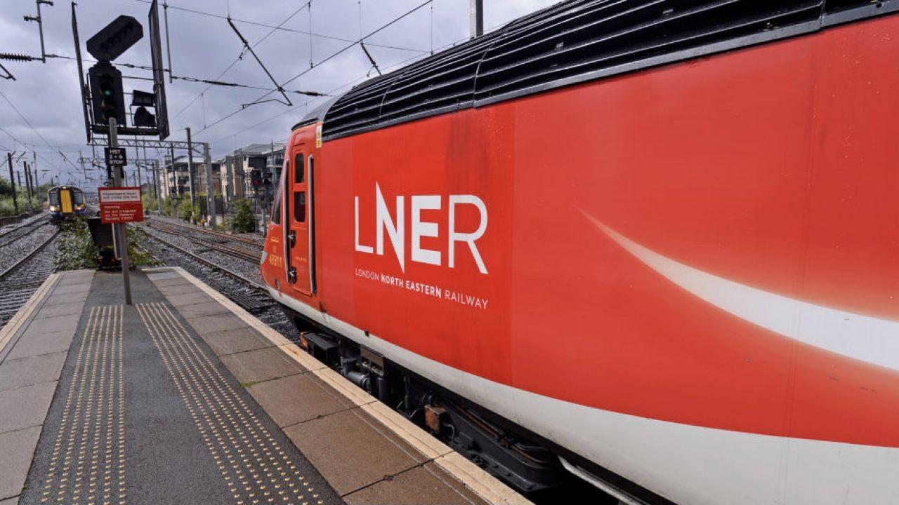 Pasażer pociągu oburzony komunikatem (fot. K.Jack/CorbisGetty Images)