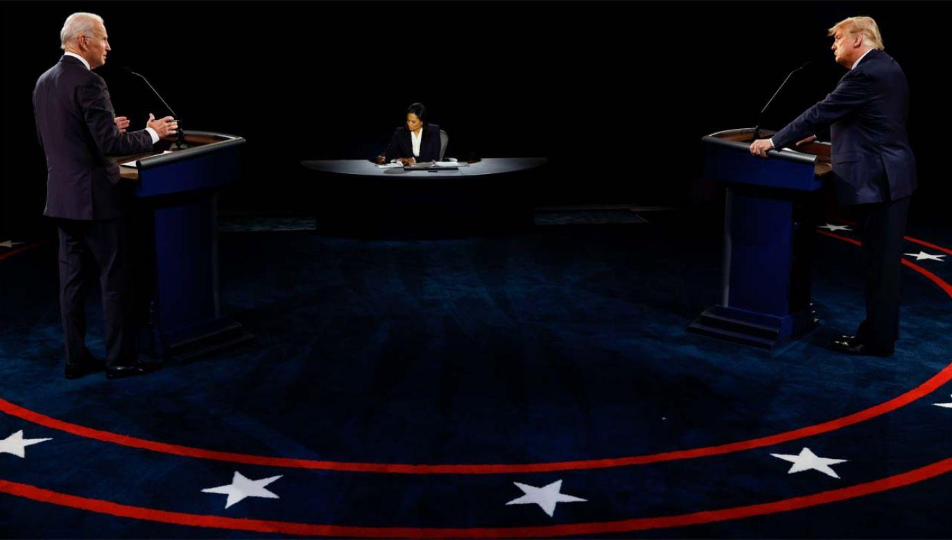 Joe Biden i Donald Trump walczą o zwycięstwo w wyborach w USA (fot. PAP/EPA/JIM BOURG / POOL)