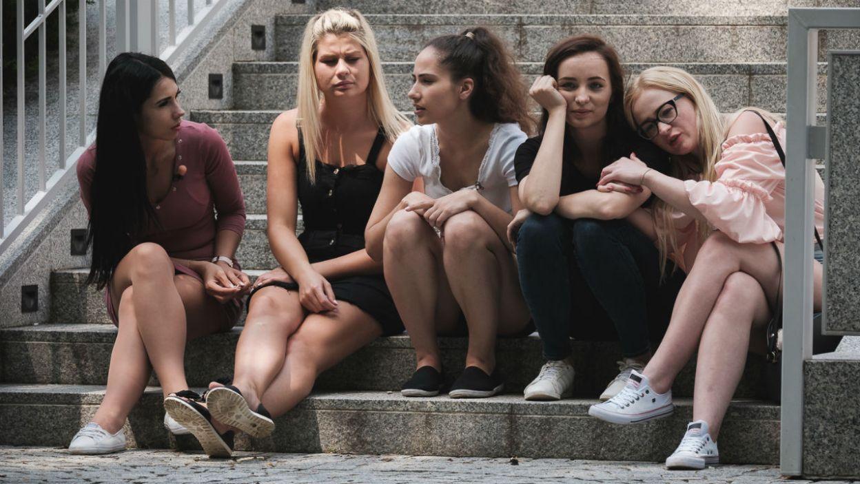 Miedzy dziewczynami pojawiła się iskra zazdrości. Czy to znaczy, że gdzieś już rodzi się uczucie?(fot. M. Siarek/TVP)