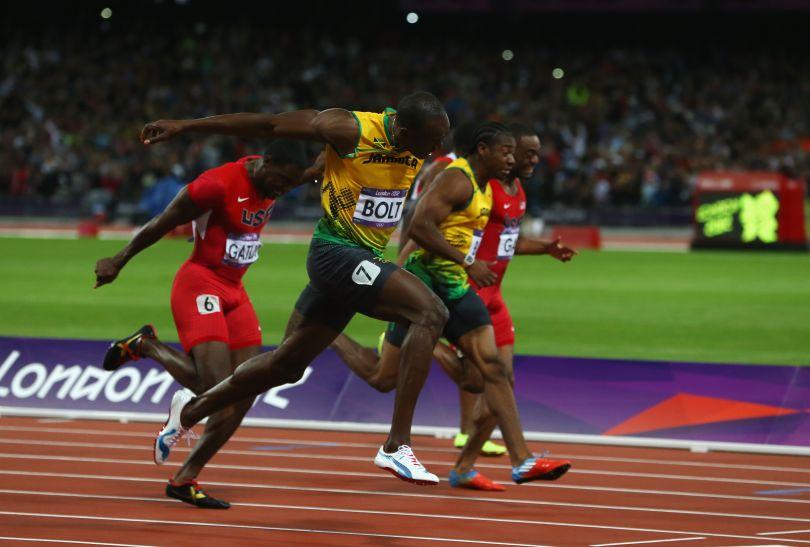 Usain Bolt wpada na metę w finałowym biegu (fot. Getty Images)