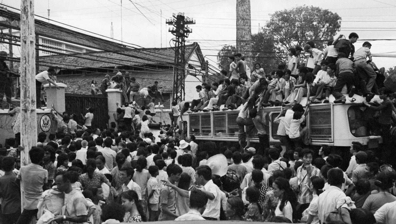 Na ulicach Sajgonu rozgrywały się dantejskie sceny. Wszyscy chcieli dostać się do autobusów, które jechały w stronę amerykańskiej ambasady. Fot. Getty Images