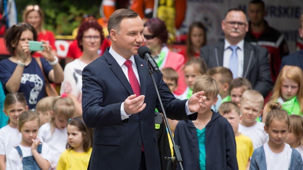 """""""Polskie rodziny chcą dla swoich dzieci jak najlepiej, a ja wierzę, że potrafią zadbać o ich rozwój"""" – powiedział prezydent w wywiadzie (fot. Mateusz Wlodarczyk/NurPhoto via Getty Images)"""