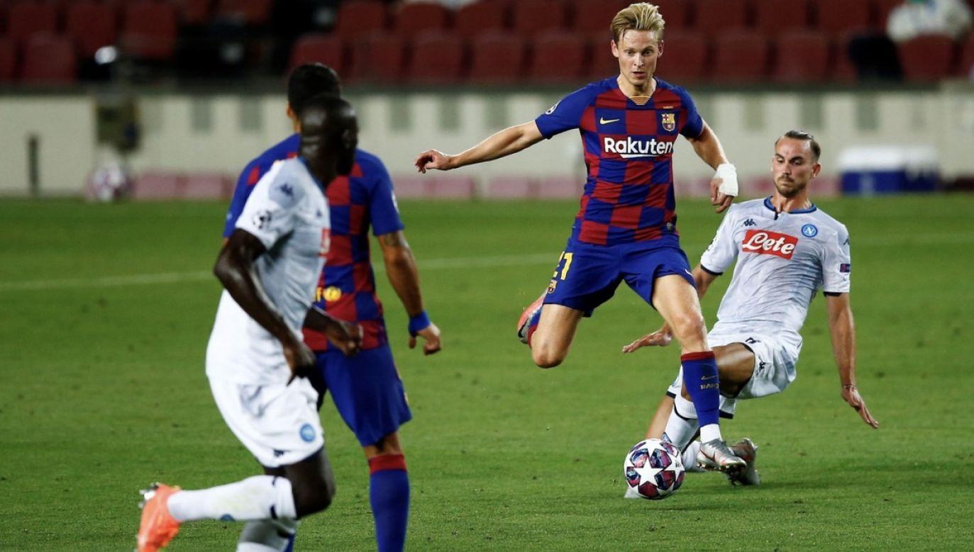 Kontuzje to nieodłączny element piłki nożnej. (fot. PAP/EPA/Enric Fontcuberta)