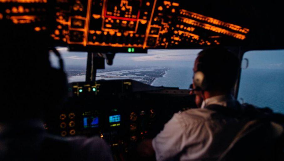 Praca pilota wymaga wielu wyrzeczeń (fot. Pexels)