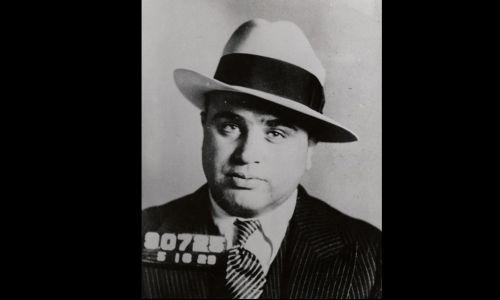 Al Capone w Filadelfii w Pensylwanii, gdzie został aresztowany i oskarżony o posiadanie ukrytej broni. Fot. Wikimedia, FBI
