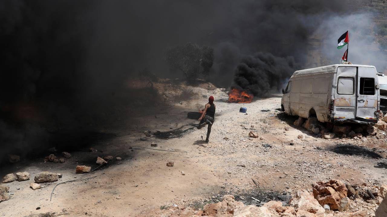 Konflikt izraelsko-palestyński znów przybiera na sile (fot. PAP/EPA/ALAA BADARNEH)