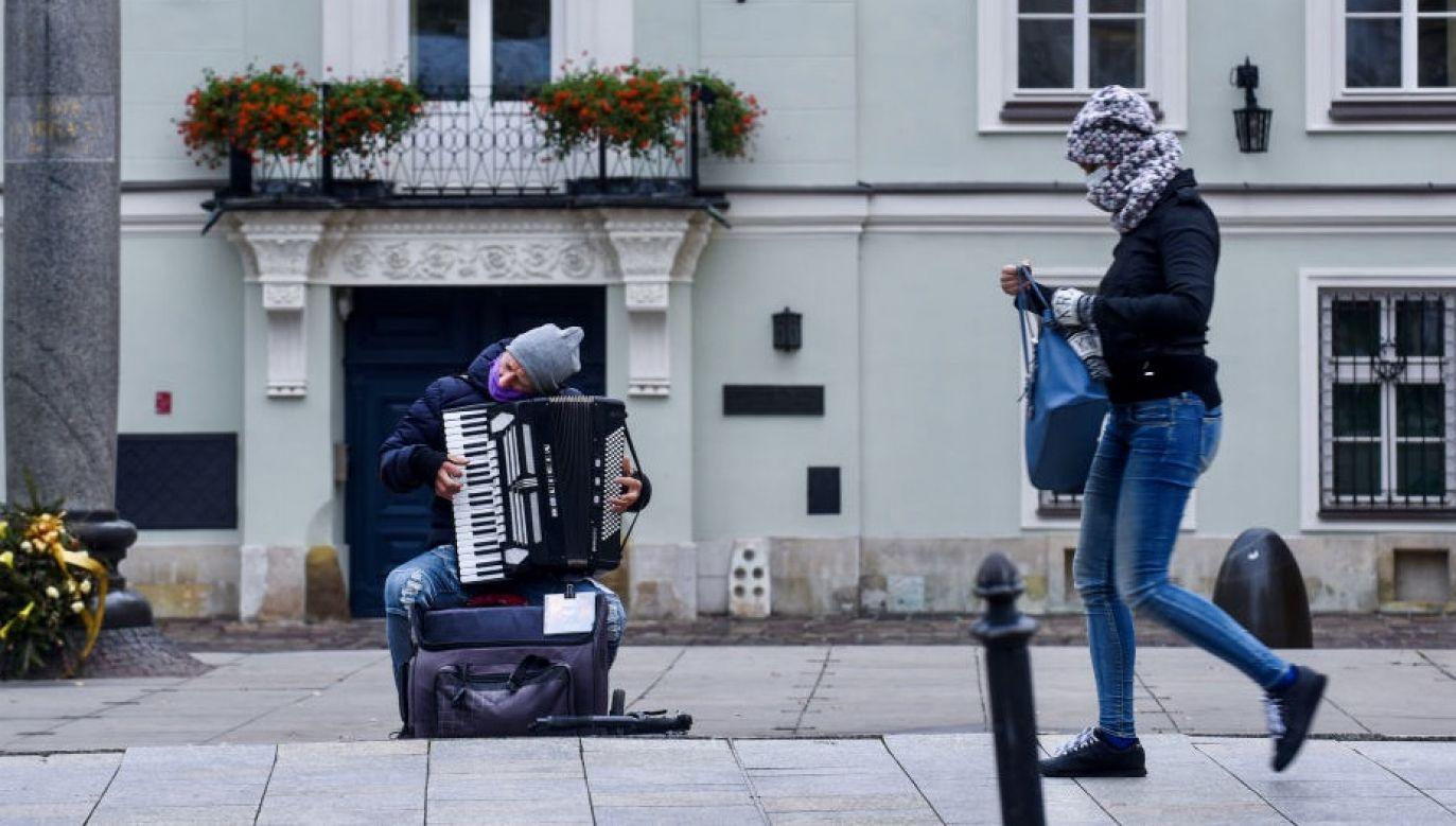 Kiedyś mówiło się, że gdzie dwóch Polaków tam trzy opinie. W czasach pandemii wydaje się to szczególnie aktualne (fot. Omar Marques/Anadolu Agency via Getty Images)