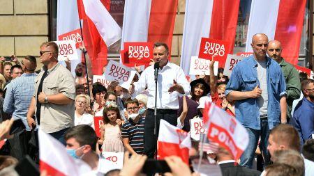 Ubiegający się o reelekcję prezydent RP Andrzej Duda na spotkaniu z mieszkańcami Wrocławia (fot.PAP/Maciej Kulczyński)