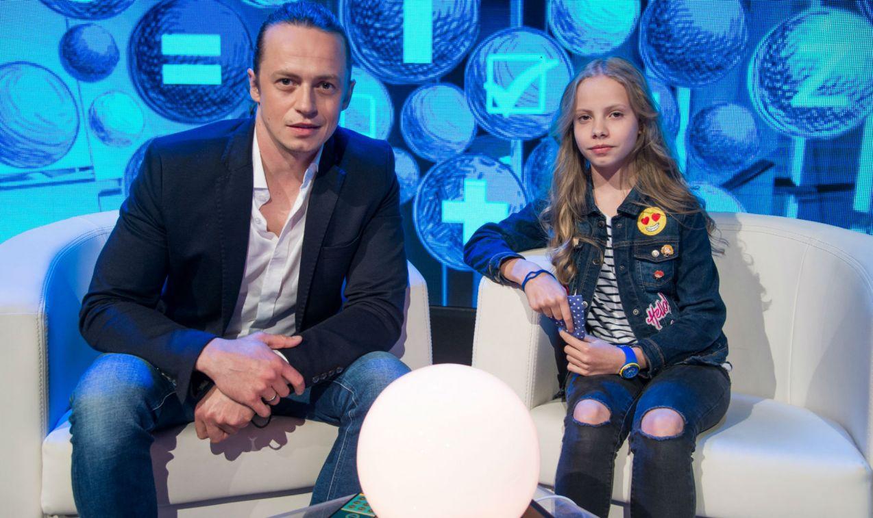 Piotr Ligienza zabrał do studia córkę Antosię (fot. Jan Bogacz/TVP)