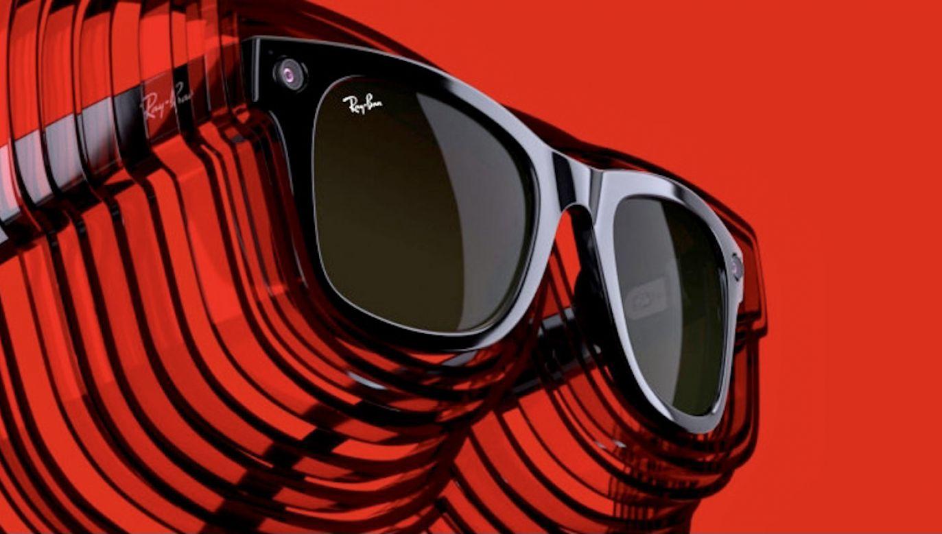 Inteligentne okulary wraz z ładującym je etui kosztują  299 dolarów (fot. Materiały prasowe)