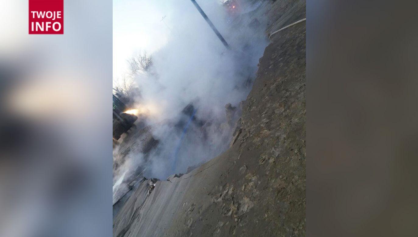 Przy ulicy Powsińskiej doszło do poważnej awarii ciepłowniczej (fot. Twoje Info)