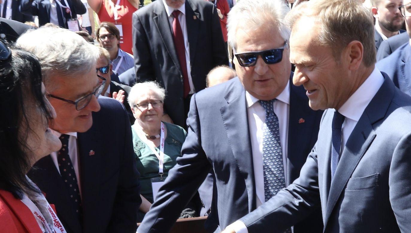 Bronisław Komorowski, Aleksander Kwaśniewski i Donald Tusk popierają Rafała Trzaskowskiego (fot. Michal Fludra/NurPhoto via Getty Images)