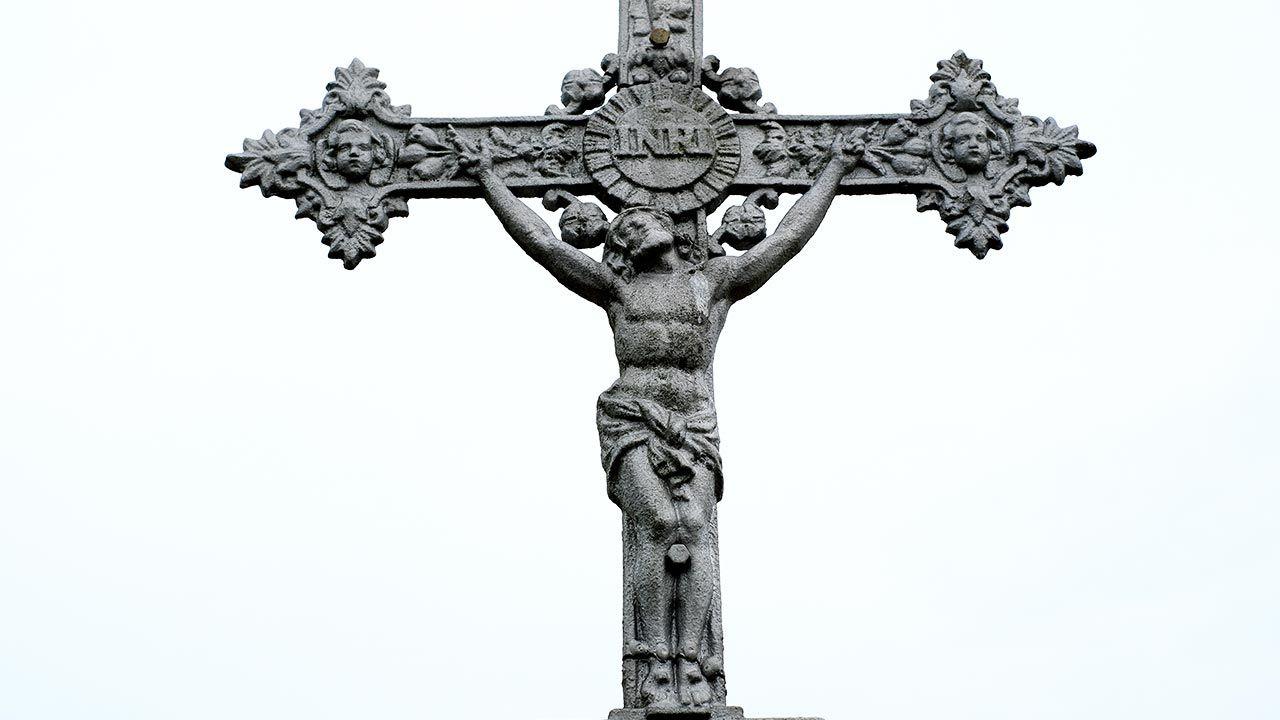 Spory o krzyż grożą co najmniej 25 cmentarzom we Francji (fot.  PAP/Darek Delmanowicz, zdjęcie ilustracyjne)