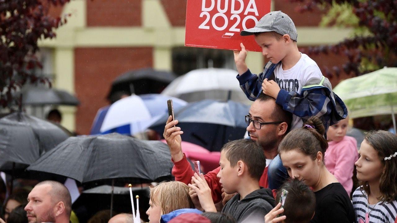 Andrzej Duda w I turze wyborów prezydenckich zdobył poparcie 43,5 proc. Polaków (fot. PAP/Adam Warżawa)