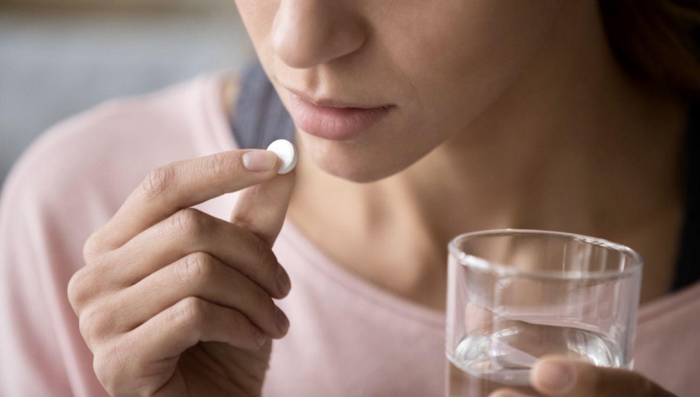 Pacjenci powinni odstawić lek (fot. Shutterstock/fizkes)