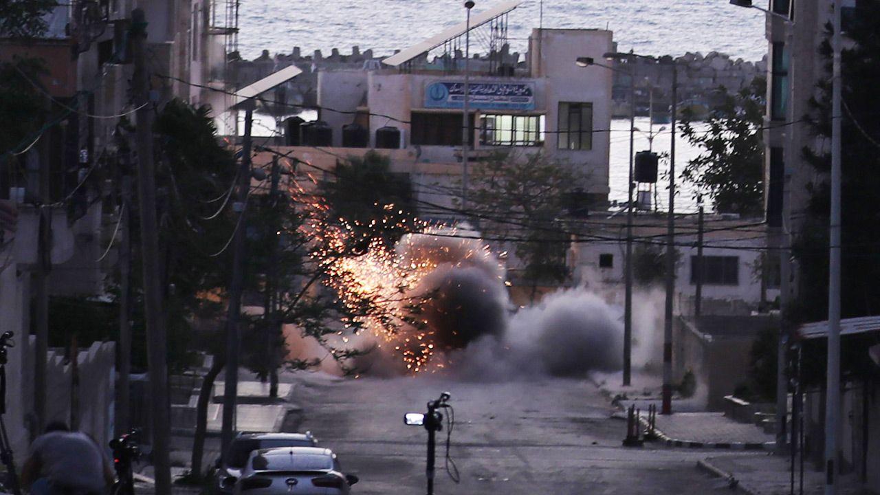 Hamas i Islamski Dżihad planujądalej ostrzeliwać Tel Awiw (fot. Mustafa Hassona/Anadolu Agency via Getty Images)
