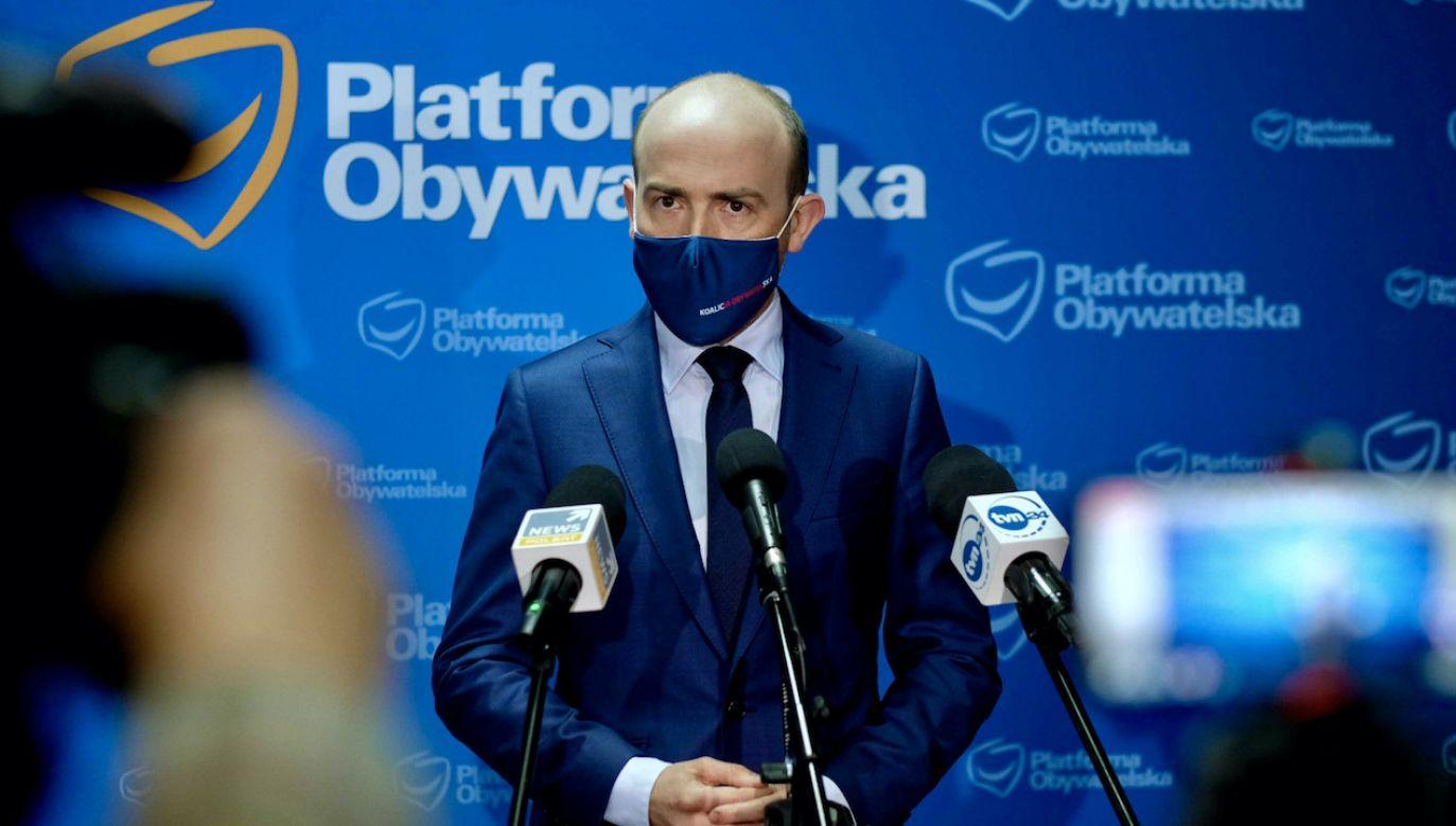 Coraz silniejsze jest za to oderwanie od społecznej rzeczywistości (fot. PAP/Andrzej Grygiel)