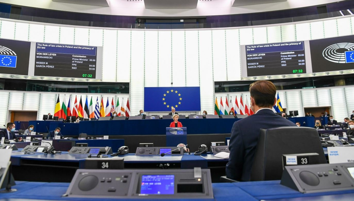 Spór o kompetencje instytucji europejskich między Polską a Brukselą trwa (fot. EU Commission / Pool/Anadolu Agency via Getty Images)