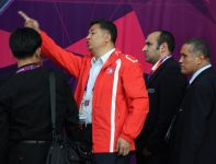 Koreański działacz nakazuje zmianę flagi (fot. Getty Images)