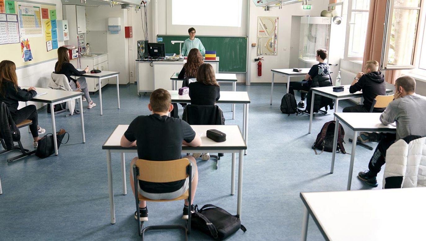 Większość młodzieży chce powrotu do tradycyjnej nauki (fot. Matthias Hangst/Getty Images)