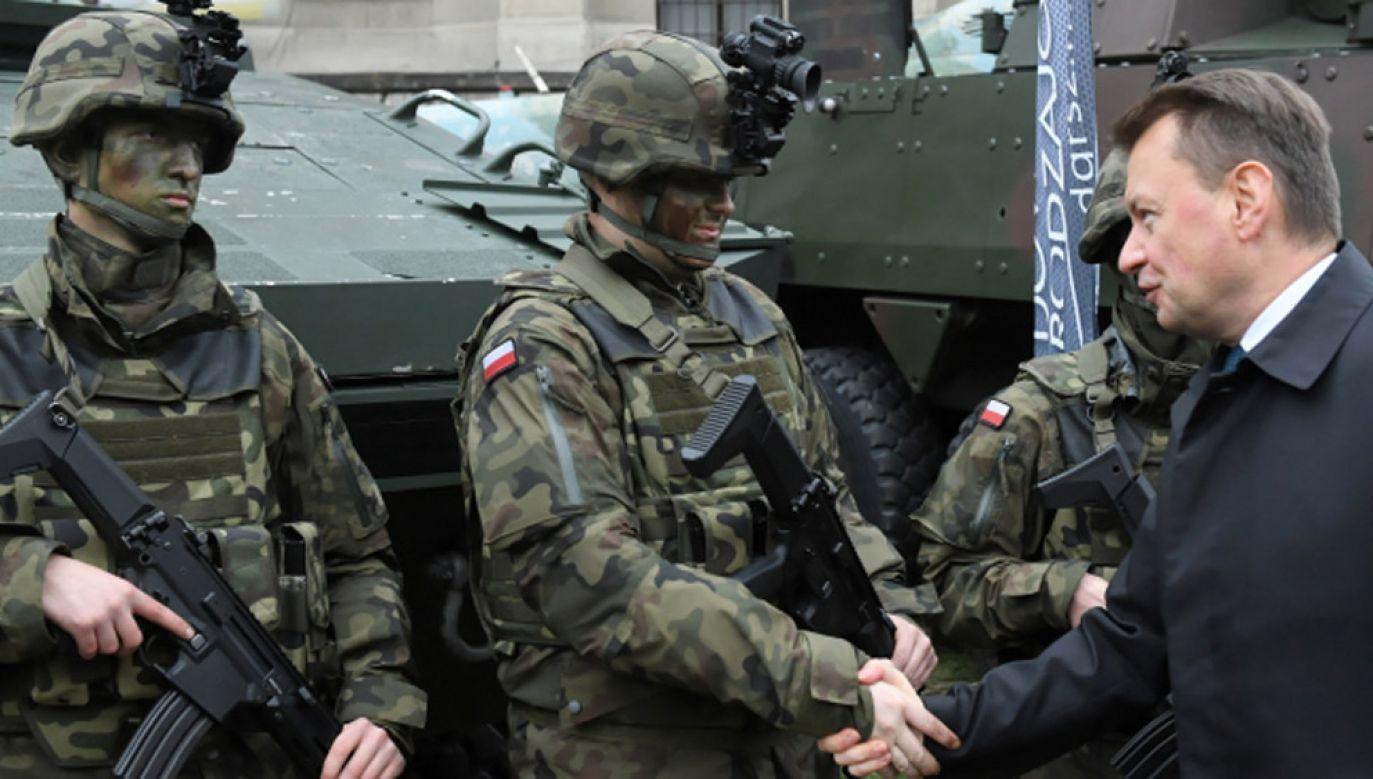 Dotychczas chęć wstąpienia do armii zadeklarowało ponad 30 tysięcy osób (fot. PAP/Radek Pietruszka)