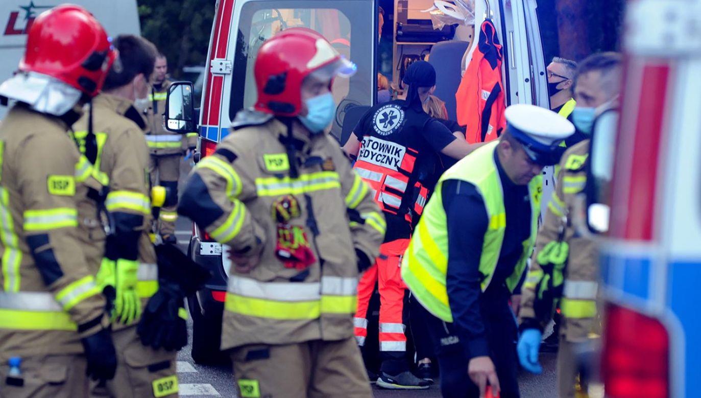 Ze wstępnych ustaleń policji wynika, że sprawca wypadku nie dostosował prędkości do warunków na drodze (fot. PAP/Marcin Bielecki)